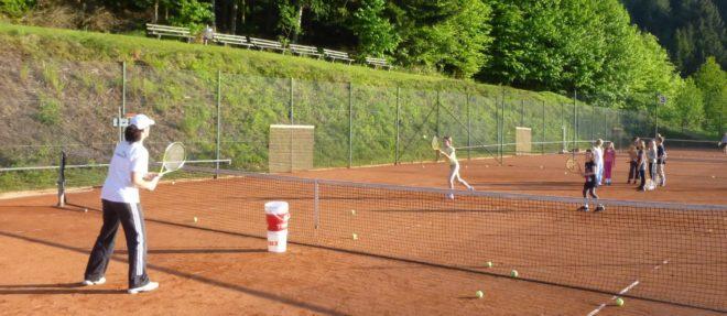 Tennisclub Nordrach: Jeden Donnerstag kostenloses Kinder-Tennistraining