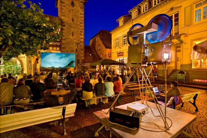 Biergarten-Kino-Saison: Start mit »Bohemian-Rhapsody«