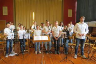 Schülerorchester ZEH spielt beim Sommerfest der Stadtkapelle Zell