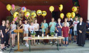 Im sonnigen Stadtpark Gottesdienst feiern