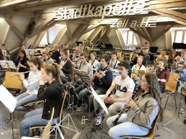 Jugendorchester ZEH: Hock im Schwimmbad