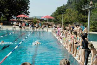 Schwimmbecken statt Klassenzimmer