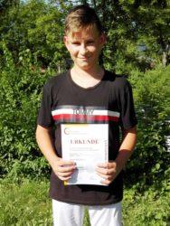 DJK Oberharmersbach freut sich mit ihrem U15-Spieler: