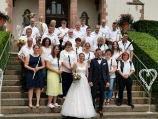 Trachtenkapelle Nordrach gratuliert Alina Kimmig und Patrice Heidmann