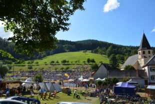 Fliegendes Wasser, fliegende Schafe, fliegender Baumstamm, fliegende Männer – Prinzbach im Ausnahmezustand
