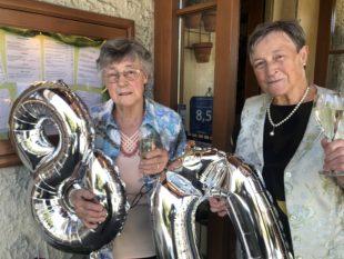 Theresia Kienzle feiert 80. Wiegenfest zusammen mit Zwilling Helena