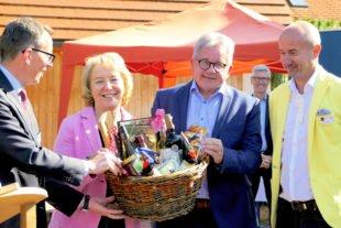 Minister Wolf zeigt sich begeistert von »Dorfurlaub Schwarzwald«