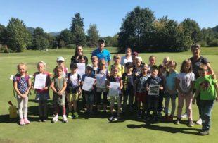 Kinder bewiesen Geschicklichkeit und Schlagkraft auf dem Golfplatz