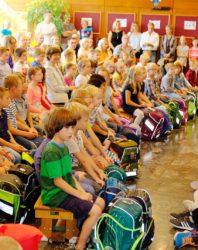 Grundschule Biberach nimmt ABC-Schützen in ihre Mitte auf