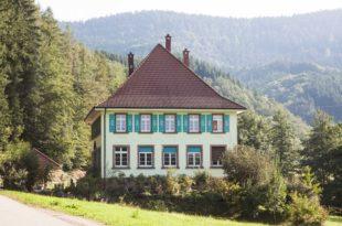 Zuwälder Schulhaus wird 100: Vortrag von Karl-August Lehmann zum runden Jubiläum