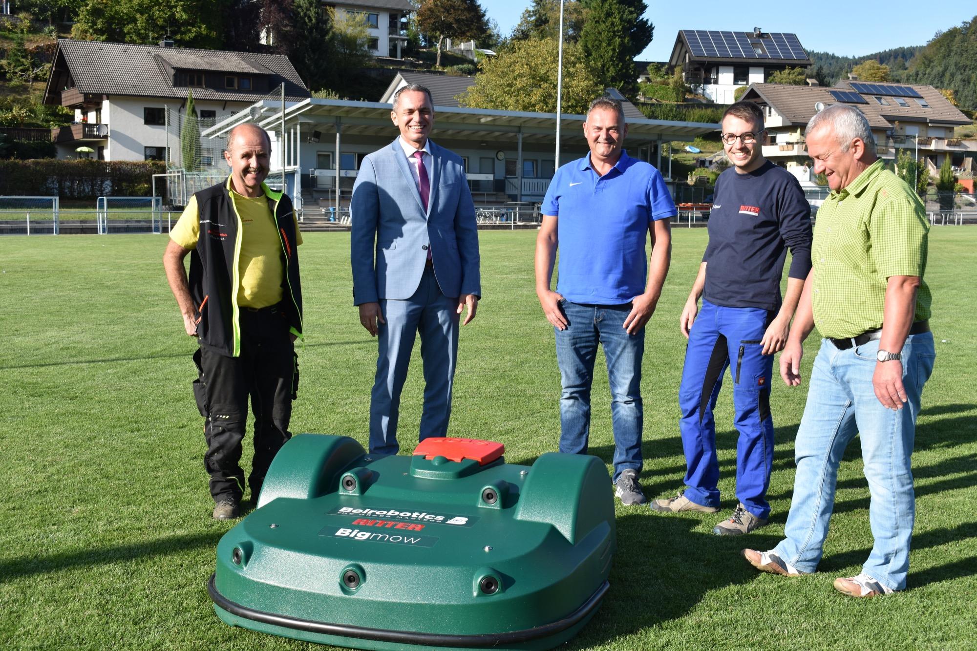 Ein Roboter Maht Jetzt Den Rasen Schwarzwalder Post