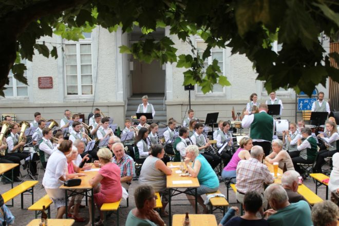 Stadtkapelle Zell: Hock auf dem Kanzleiplatz