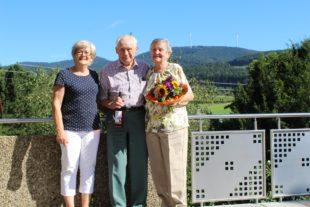 Günter und Gerda Nittel wurden für 15 Jahre  Urlaubstreue geehrt