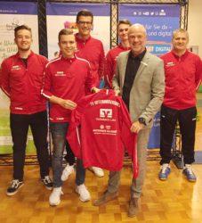 Herren-Tischtennismannschaft erhält hochwertige Trainingsanzüge