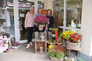 Claudia's Blumenparadies bietet die gesamte Trauerfloristik an