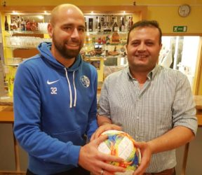 Nuri Ugurlu spendet FVU-Spielball