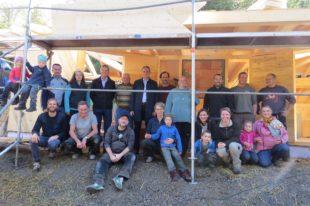 Bau der Schutzhütte für den Waldkindergarten