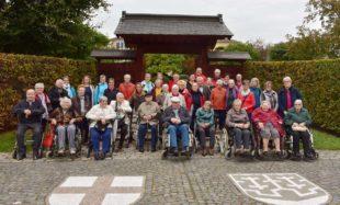 Gäste der Tagespflege von St. Raphael genießen Ausflug in Freiburger Gartenoase