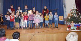 Gute Unterhaltung bei Adventsfeier der Sozialstation St. Raphael e.V.