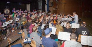 Premiere beim Weihnachtskonzert für Dirigent Rüdiger Müller