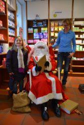 Der Nikolaus verteilte in den Brenner-Apotheken seine schönen Gaben