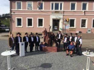 Brunnendaifi vor dem Rathaus fand ohne den Ortsvorsteher statt