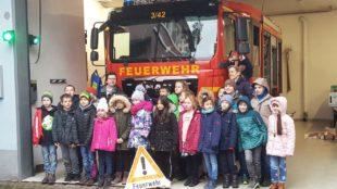 Unterharmersbacher Drittklässler zu Besuch bei der Feuerwehr