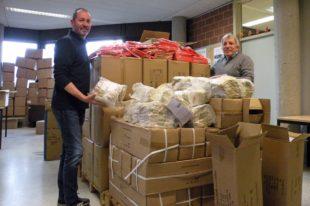 Für Kreisputzete werden 15.000 Paar Handschuhe und Westen verteilt