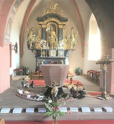 Einfühlsamer Osterweg am Altar der Prinzbacher St. Mauritius-Kirche