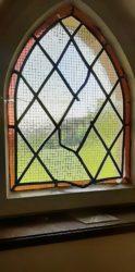Bleiverglaste Fenster mutwillig beschädigt