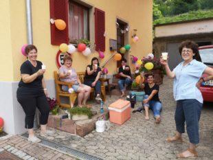 Geburtstagsüberraschung der Mitarbeiterinnen für Christine Herbrik