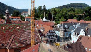 Vom Storchenturm-Museum blickt man auf die Zeller Großbaustellen