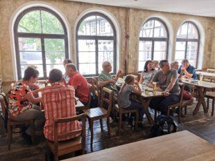 Geschichte der Flößerei auf der Kinzig und des Bierbrauens erkundet