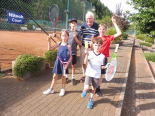 Kinder hatten Spaß beim Ferienprogramm auf dem Tennisplatz