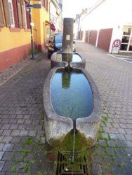 Begegnungen am Brunnen – Alte Geschichten übers kühle Nass und neue Wasserdrachen