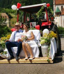 Zum Marsch »Hoch Badnerland« schwang die Braut den Taktstock