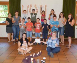 Erstkommunionkinder überreichten Spende an das »Bärenkind« Emma