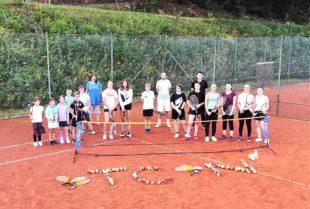 23 Teilnehmer konnten ihre Tennisfähigkeiten sichtlich verbessern