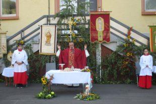 Festgottesdienst auf dem Schulhof