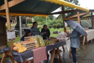Landfrauen waren trotz des Regens mit dem Herbstmarkt zufrieden