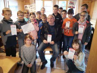 Kommunionkinder spenden an Verein »Herzklopfen« 728 Euro