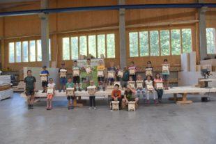 Kinder bauten Fledermauskästen