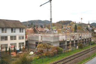 Zufrieden mit dem Fortschritt der Bauarbeiten