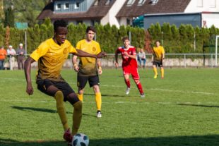 Zeller Fußballverein wünscht Stürmer Gibbi Bah baldige Genesung