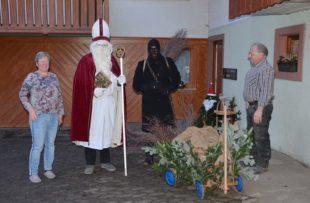 Nur der Nikolaus und ein schwarze Geselle zogen durchs Nikolausdorf