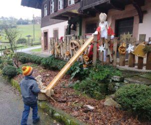 Geschenke vom Nikolaus kamen über die »Corona-Rampe« zu den Kindern