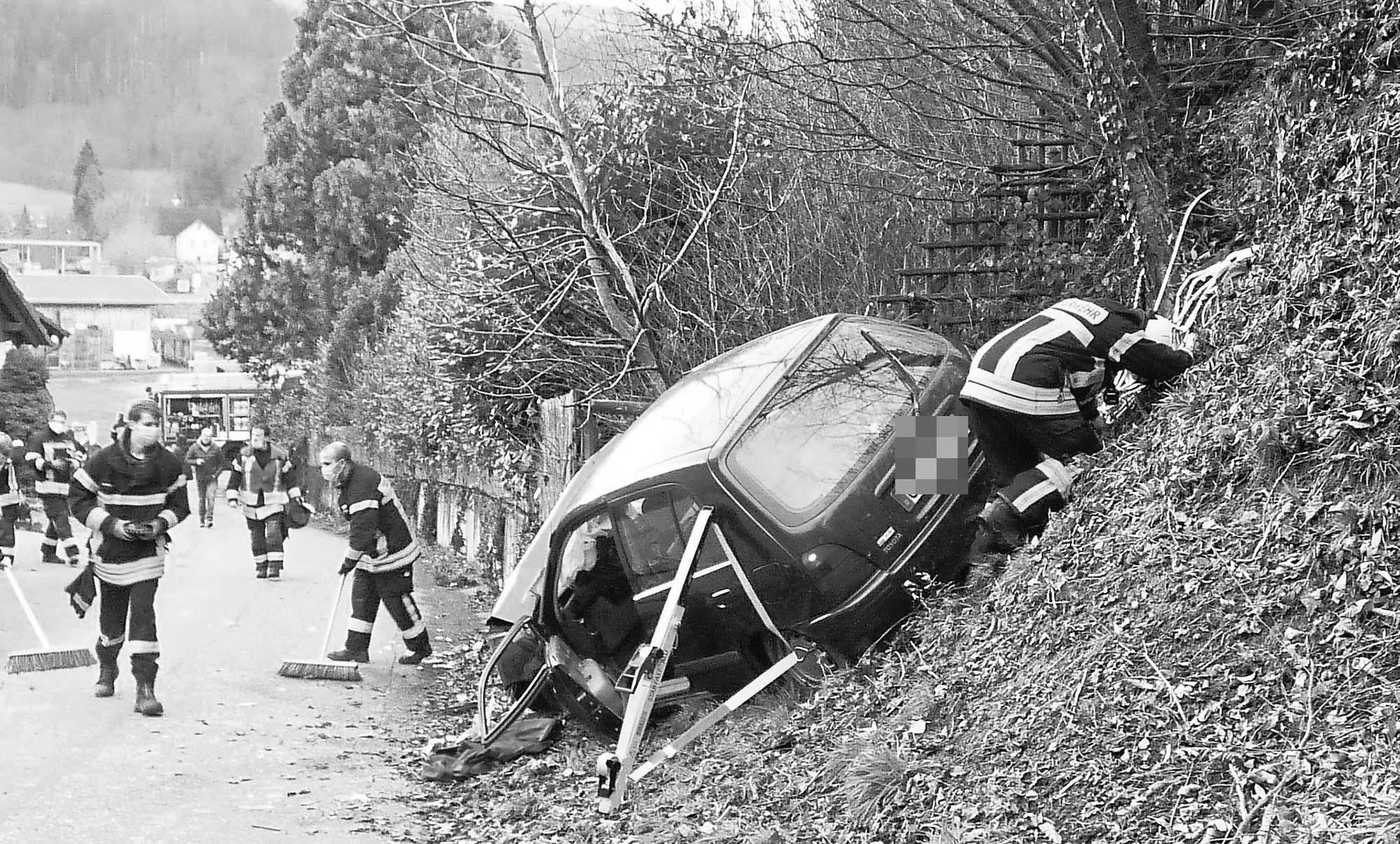 2021-1-11-Haslach-Schnellingen-FFW Haslach-Schwabo-Autounfall