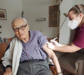 Mit der zweiten Impfung wächst die Hoffnung auf mehr Normalität