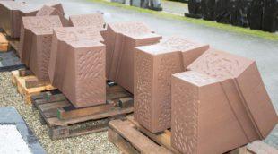 Tonnen von Sandsteinen vorbereitet