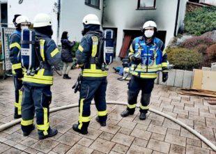 Bei einem Garagenbrand entstand hoher Sachschaden